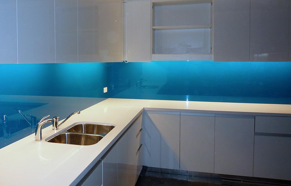 Egyedi színre festett üveg, színes üveg, konyha hátfal üveg ...