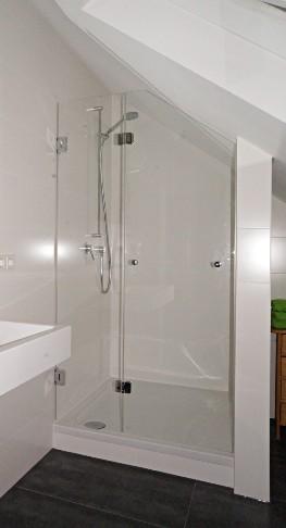 Tetőtéri zuhanykabin